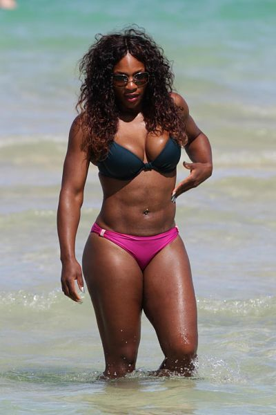 Serena-Williams-HOt-Pink-Bikini-Bottom-Black-Underwire-Bikini-Top