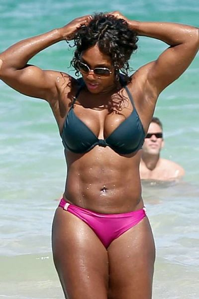 Serena-Williams-Hot-Pink-Bikini-Black-Underwire-Bikini-Top